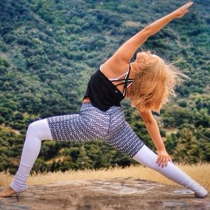 ALO Yoga Chevron Arrow Goddess Leggings